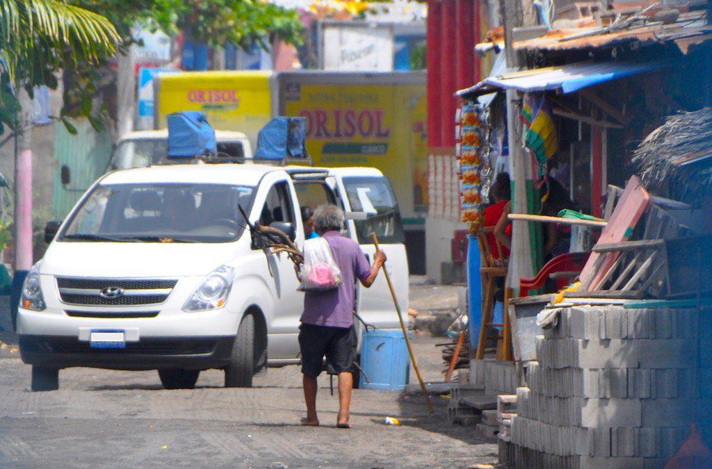 Straßenzug in El Salvador.