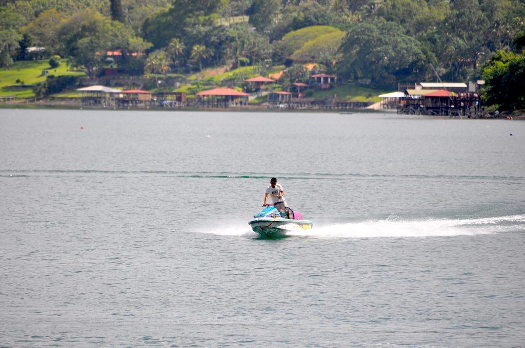 Jetski fahren am Lago de Coatepeque