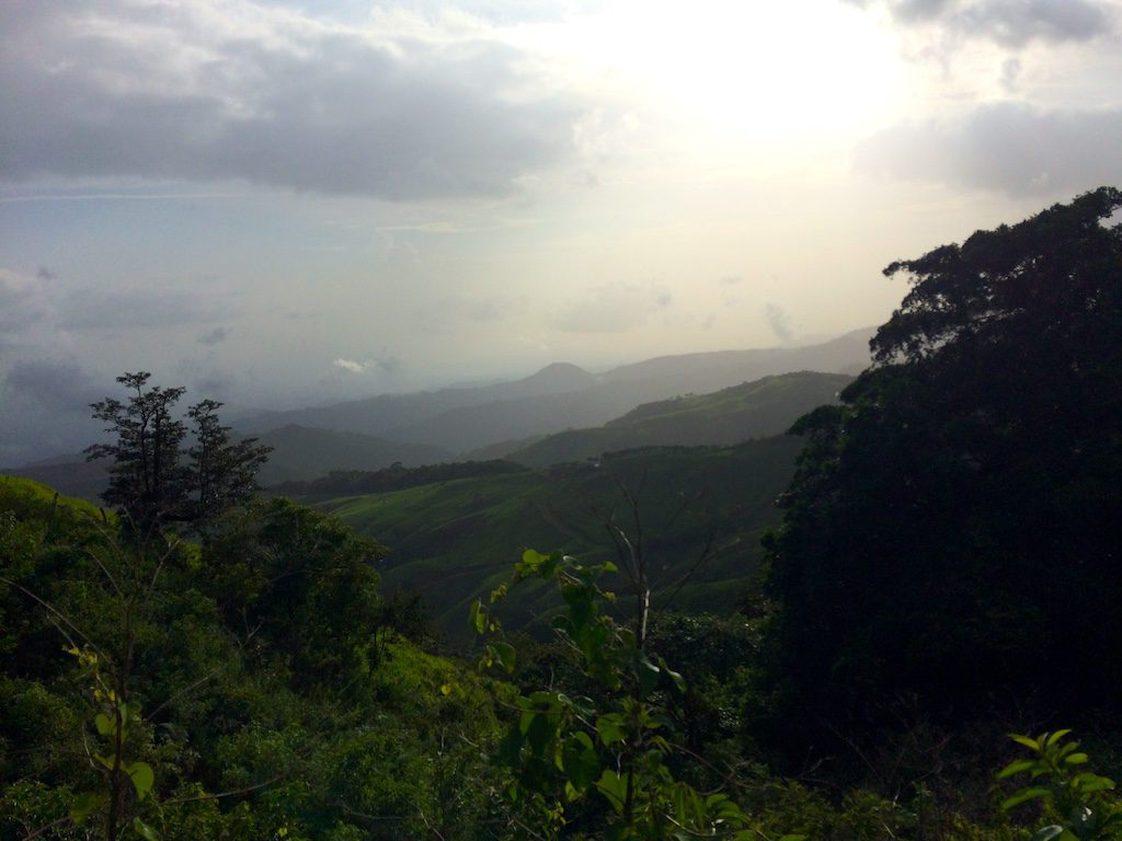 Wechselhaftes Wetter in Monteverde. Bei klarer Sicht soll man bis zum Meer schauen können.