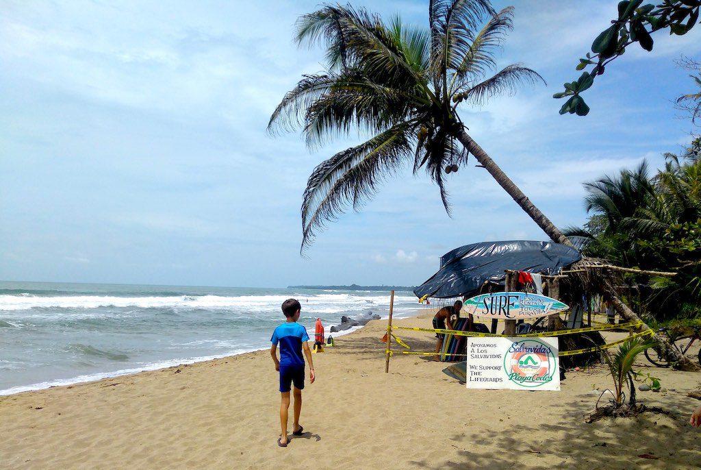 Ein Surfverleih am Strand von Puerto Viejo de Talamanca.