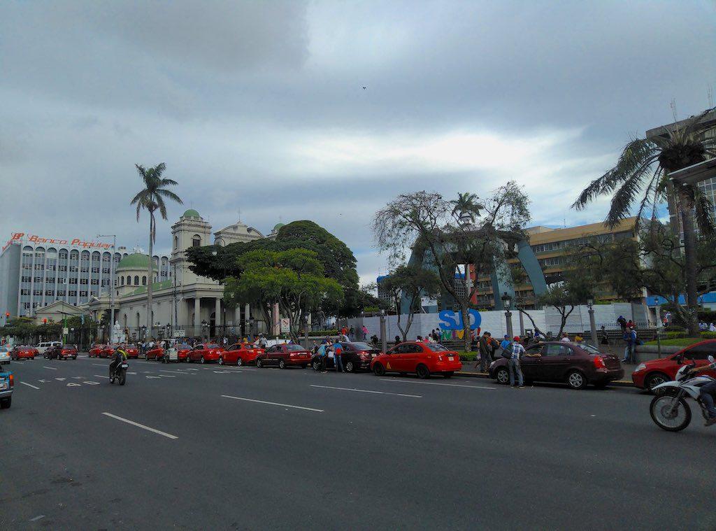 Die katholische Catedral Metropolitana hinter dem Parque Central.