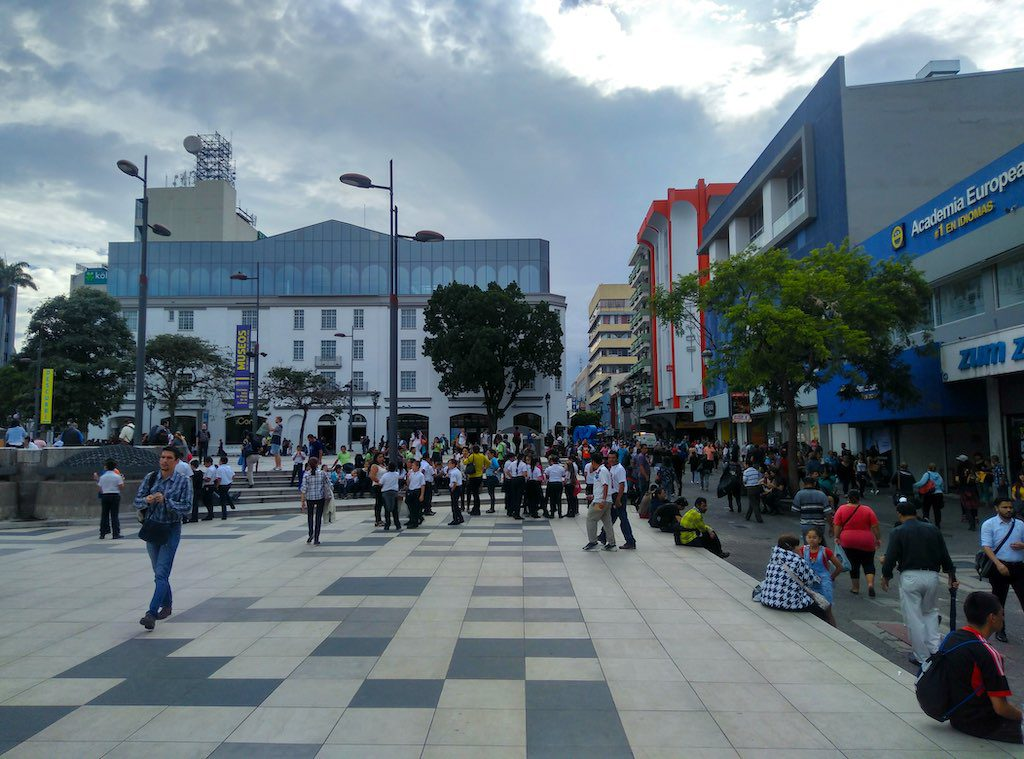 Am Plaza de la Cultura ist immer etwas los.