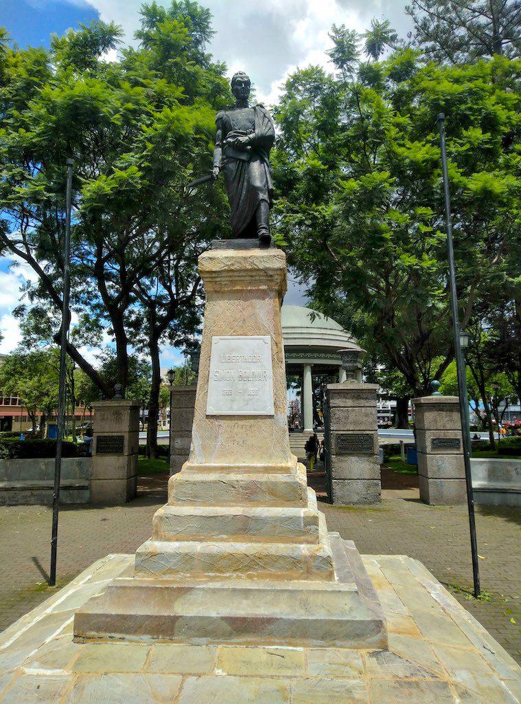 """Die Statue des lateinamerikanischen """"Befreiers"""" Simón Bolívar."""