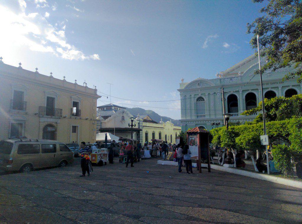 Am Rande des Parque Libertad in Santa Ana befinden sich das Rathaus, das Nationaltheater und, nicht auf dem Bild, die Kathedrale