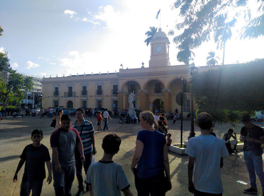 Das koloniale Rathaus in Santa Ana, El Salvador