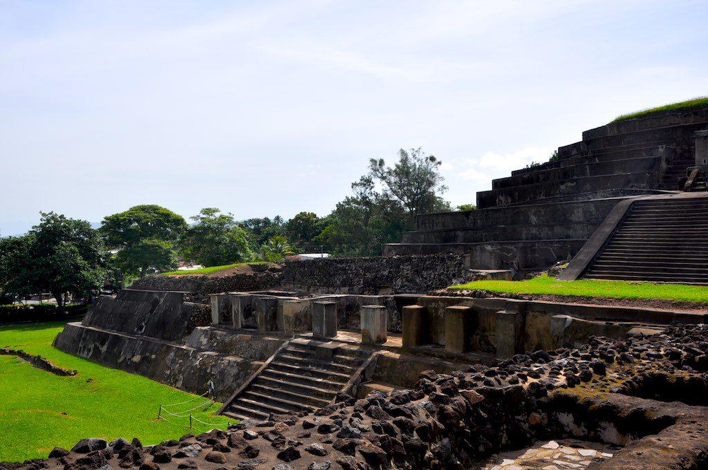 Die große Maya-Pyramide in Tazumal.