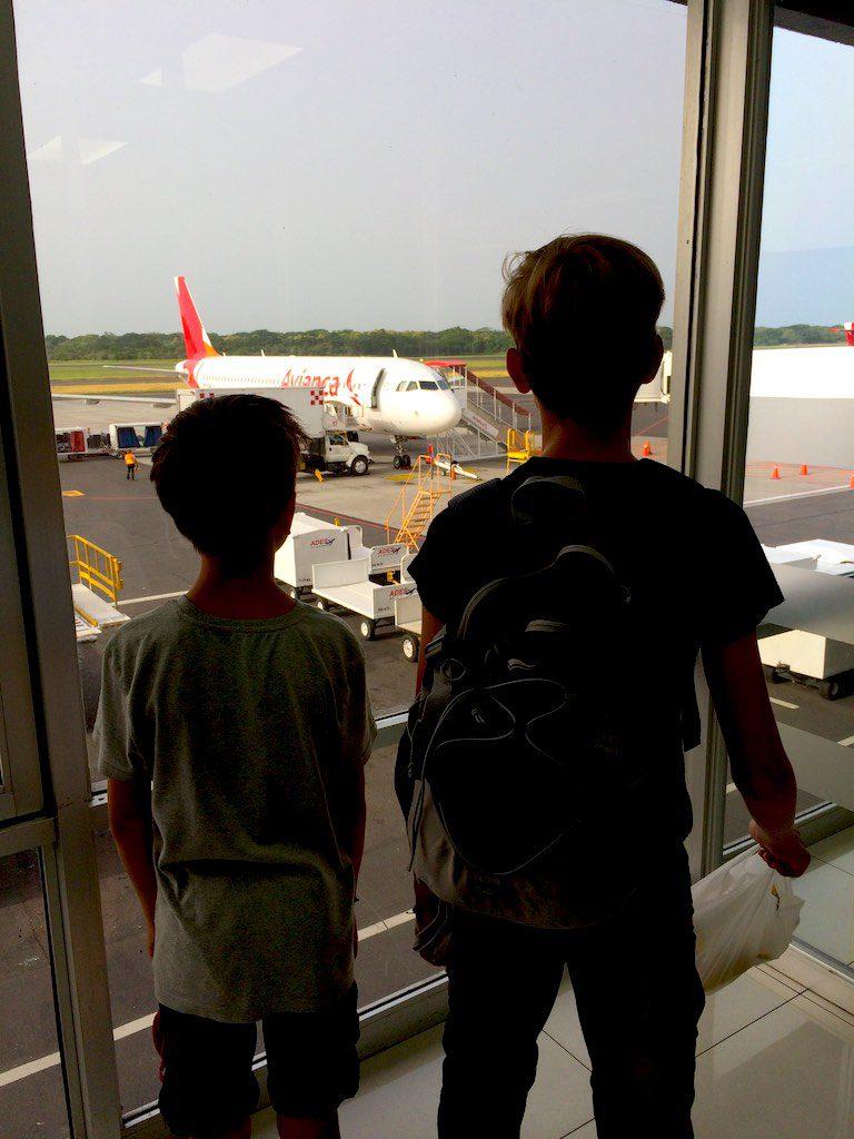 Ankunft am Flughafen in El Salvador.