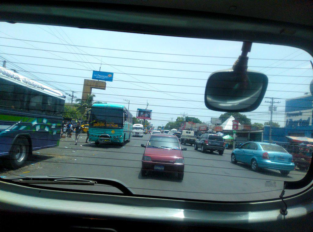 Busse in Usulután.