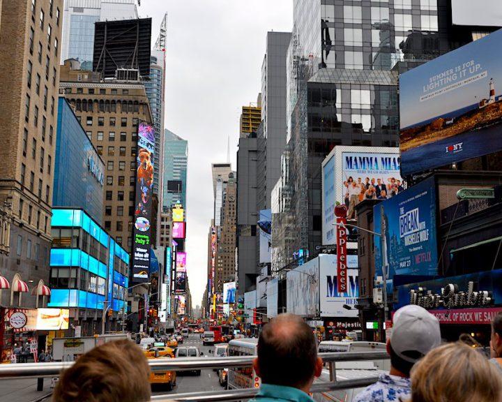Mit dem Sightseeing Bus durch New York. Eine gute Möglichkeit, mehrere Highlights in kurzer Zeit mitzunehmen.