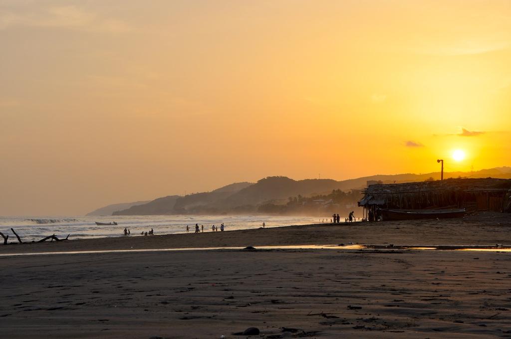 Sonnenuntergang an der Playa Majagual, Costa del Bálsamo, El Salvador