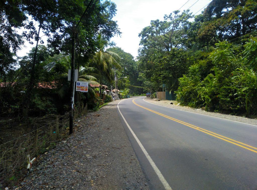 Auf den langen Wegen in Puerto Viejo de Talamanca fahren die Taxis zu Festpreisen.