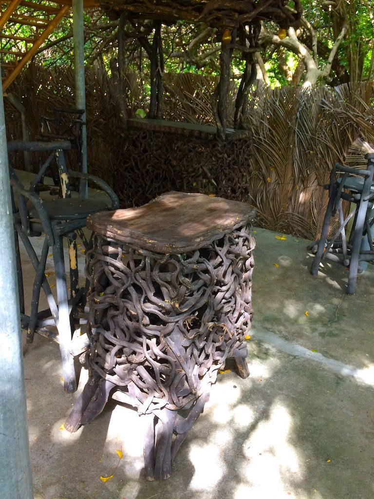 Kunstvolles Mobiliar im Restaurant des Hotels Solisal.